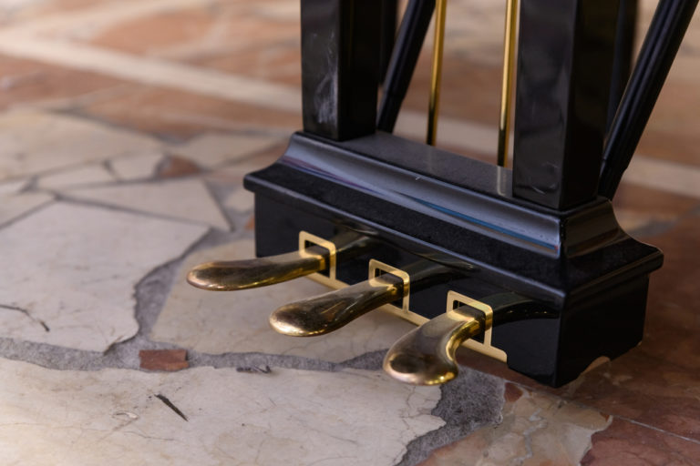 Piano pedals: The Ultimate Guide (2021)